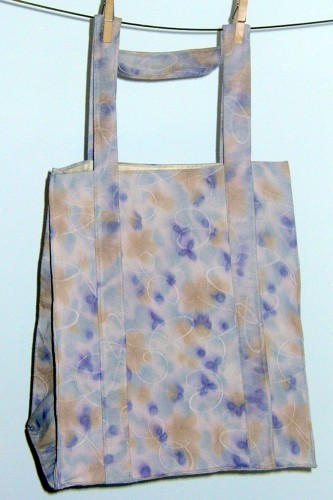 15 Signs that you are crunchy, ~using a reusable bag.
