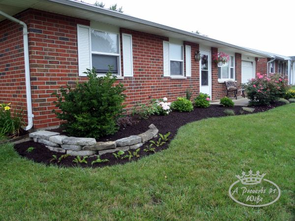 Landscaping before and after photos a proverbs 31 wife for Front yard flower bed ideas