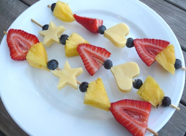 Healthy snacks made from fruit and cheese