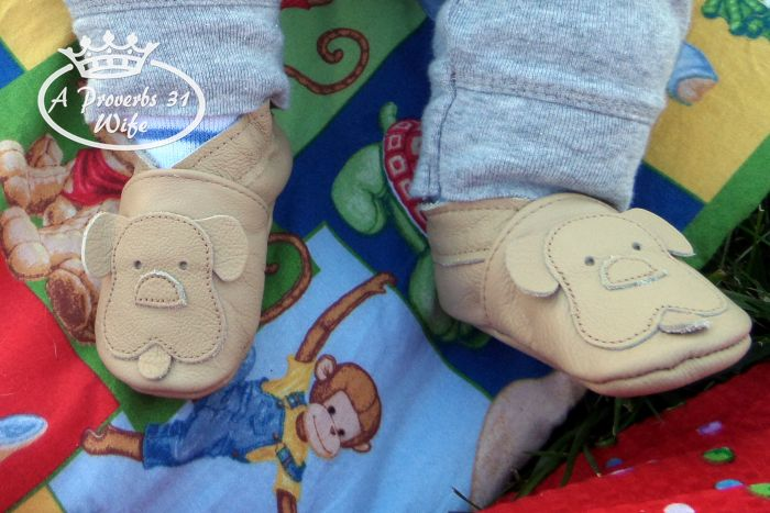 Ebooba, soft soled leather baby shoes that won't fall off.