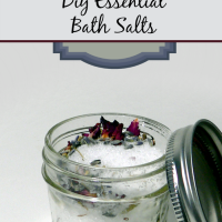 I've got to try making these diy essential bath salt gifts for some friends this year!