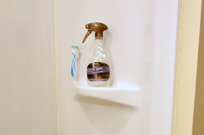 Simplify your bathroom cleaning by following these simple tips every day.