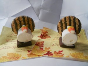 Candy Cornucopia - Whether you leave these out for dessert or send home with your dinner guests, these are a fun spin on the traditional cornucopia idea.