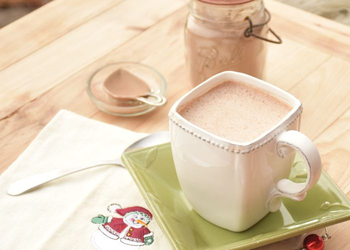 Real peppermint hot chocolate recipe. Only real, organic ingredients and is dairy free. A treat the entire family will enjoy!