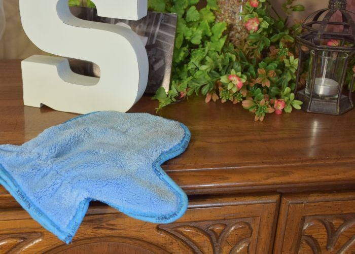 Chemical free cleaning and dusting with Norwex dust mitt