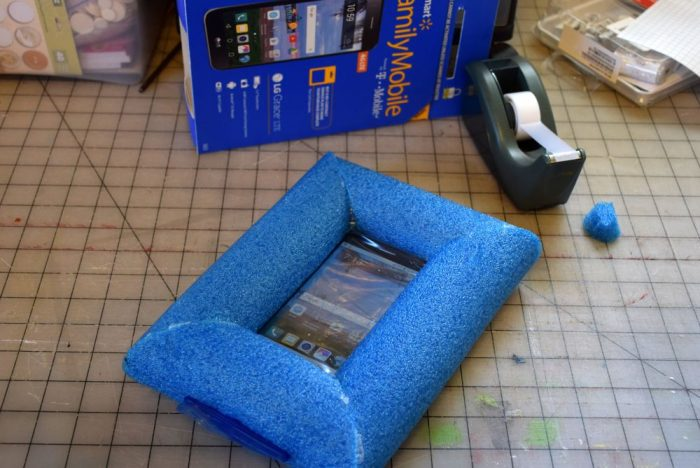 Use a pool noodle and freezer bag to make a waterproof phone case! #SummerIsForSavings #CollectiveBias #WFM1 #adUse a pool noodle and freezer bag to make a waterproof phone case! #SummerIsForSavings #CollectiveBias #WFM1 #ad