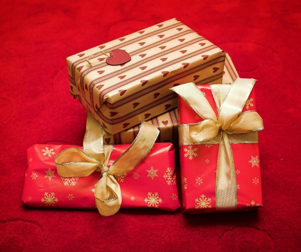 Save Money at Christmas by Getting Creative with Your Gift Wrap