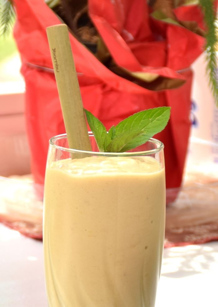 Which Reusable Straw is Best? Bamboo straws and smoothie